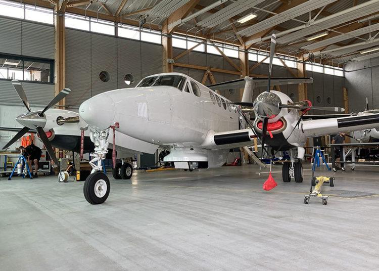 O PrecISR da HENSOLDT pode ser visto aqui em uma aeronave Beech King Air 200 de teste da CAE-Aviation. Ele pode ser instalado a bordo de helicópteros, UAVs e aeronaves de missão de asa fixa. Foto: HENSOLDT
