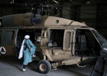 Um soldado taleban na Base Aérea de Bagram, 23 de setembro. © WANA (West Asia News Agency) via REUTERS