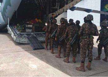 Militares do Exército embarcaram na aeronave da Força Aérea