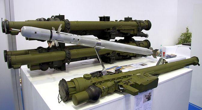 800px-9K338_Igla-S_(NATO-Code_-_SA-24_Grinch)