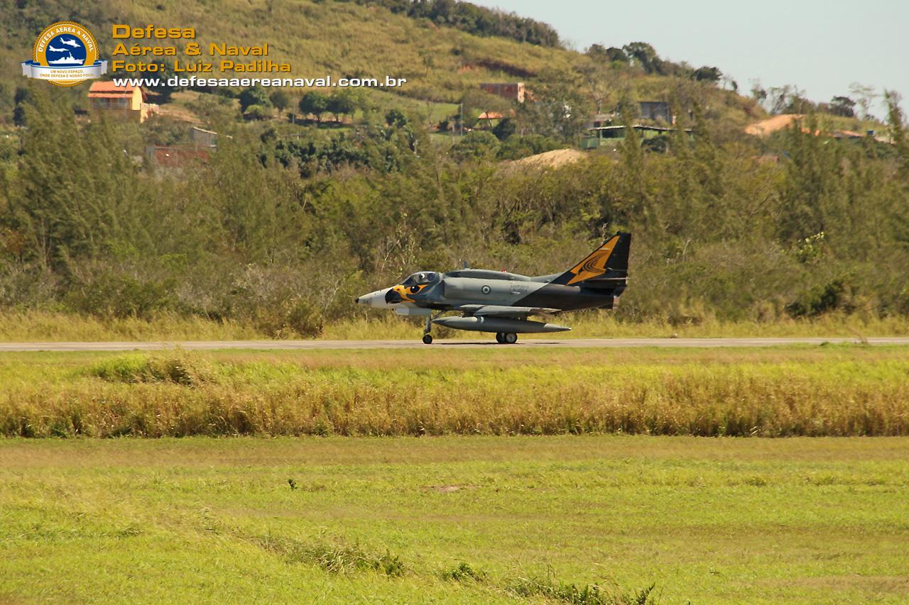 AF-1-Skyhawk-taxi