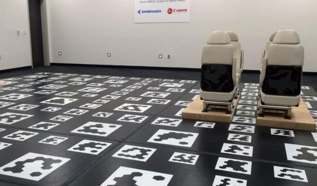 Realidade virtual é usada para desenvolver alternativas para o interior dos jatos. (Foto: Arthur Costa/ G1)