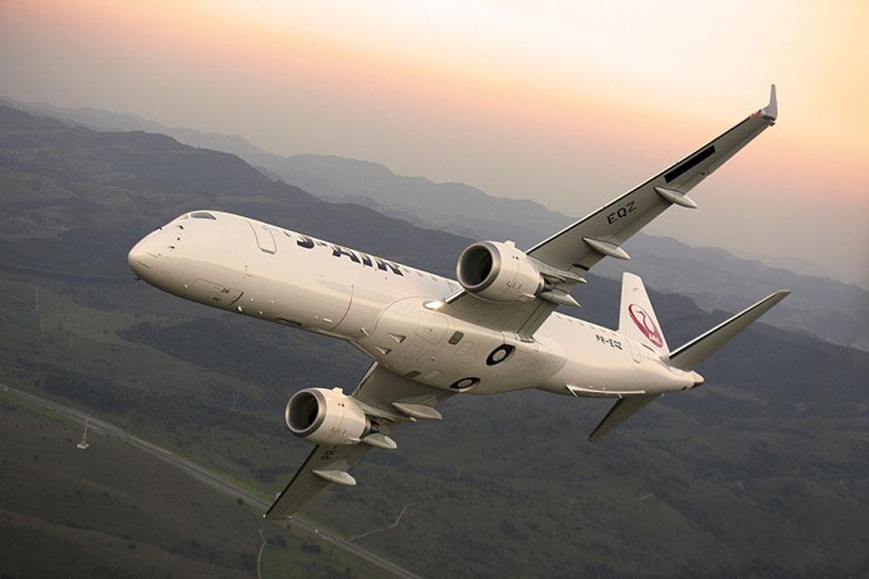 Embraer_E190_J-AIR