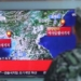 Soldado sul-coreano visto em Seul assistindo reportagem na TV sobre teste nuclear do Norte.    09/09/2016         Kim Ju-sung/Yonhap via REUTERS