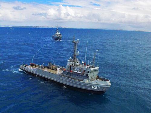 """Navio Patrulha Oceânico """"Araguari"""" realiza exercício com o Rebocador de Alto-Mar """"Triunfo"""""""